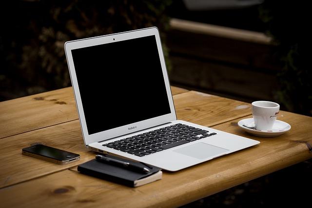 Computer med kontraktstyringssystem